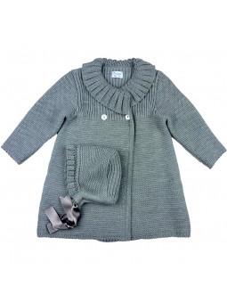 Foque abrigo de punto en gris con gorro a juego