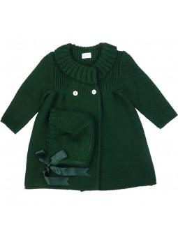 Foque abrigo de punto en verde con gorro a juego