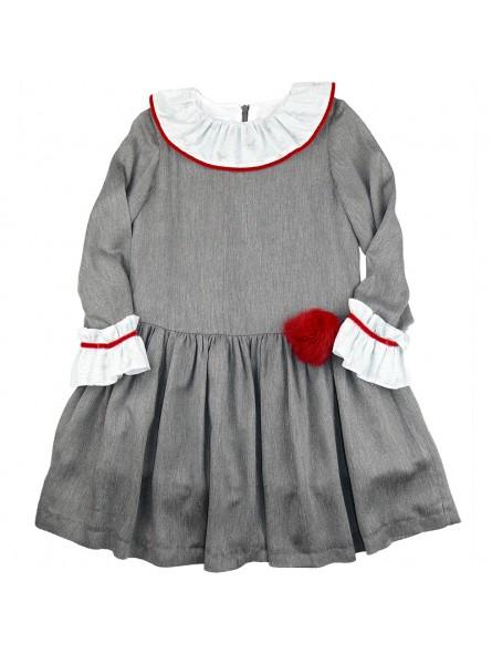 Foque. Vestido gris con pompón rojo