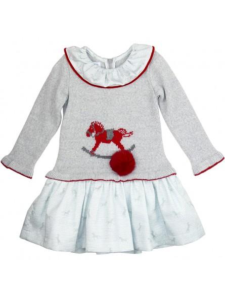 Foque vestido de punto con pompón rojo