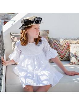 Lookbook Rochy vestido blanco bordado