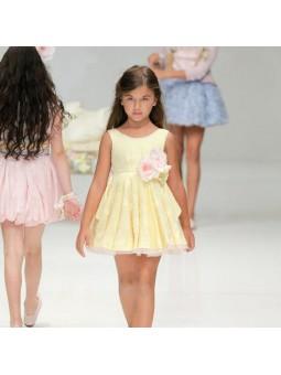 Larrana vestido amarillo desfile