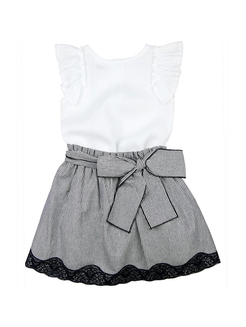 Rochy conjunto blusa blanca con falda a rayas