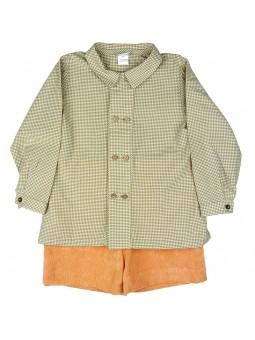 Rochy. Camisa de cuadros marrón y short naranja a juego