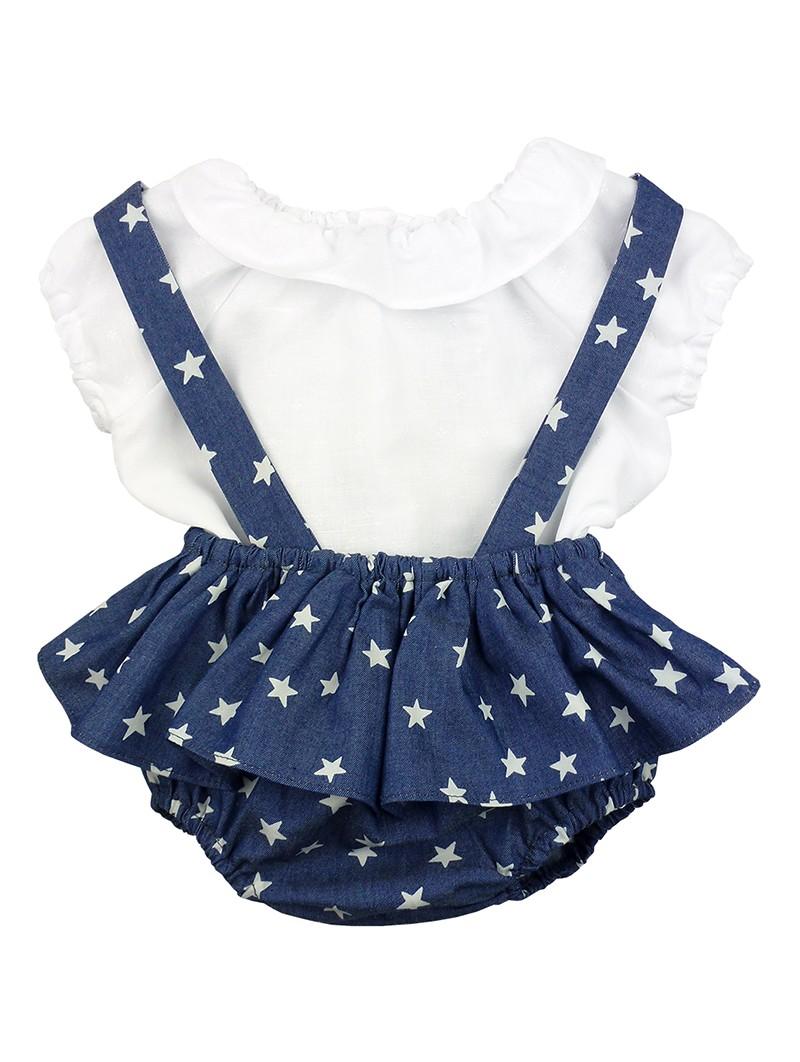 Paloma de la O. Conjunto de bebé camisa blanca y peto jeans estampado con estrellas
