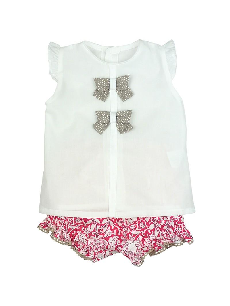 Rochy. Conjunto de bebé camisa blanca con lazos y cubre pañal estampado fucsia