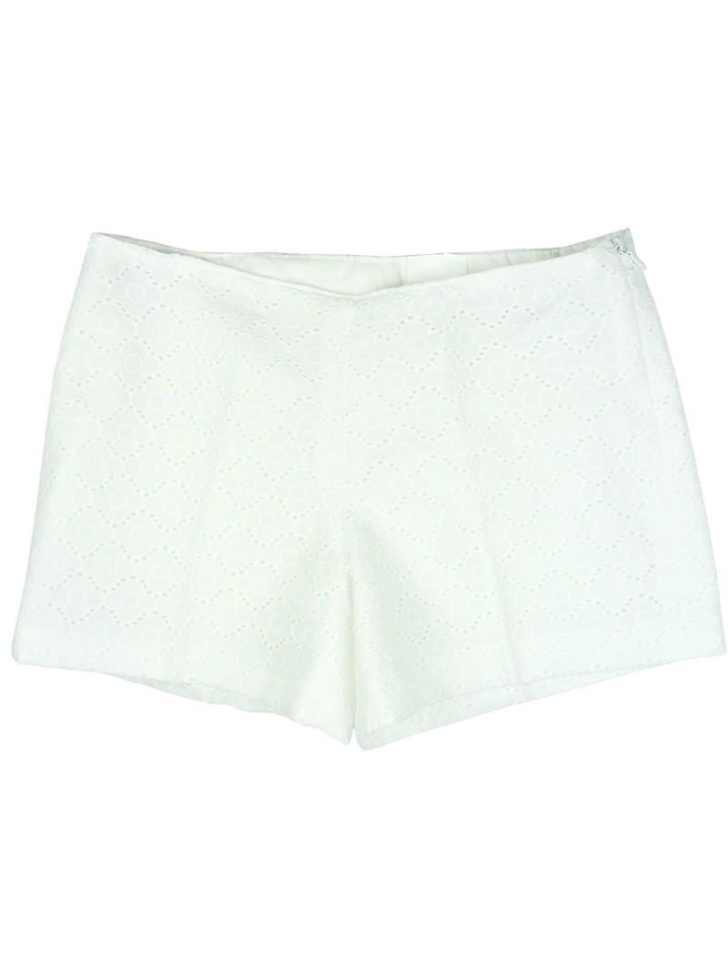 Nachete. Short blanco de tela perforada